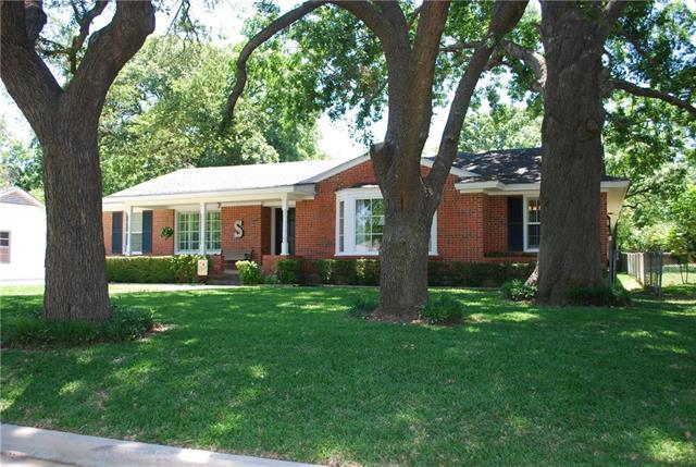 Photo of 1110 E Elm Street  Hillsboro  TX