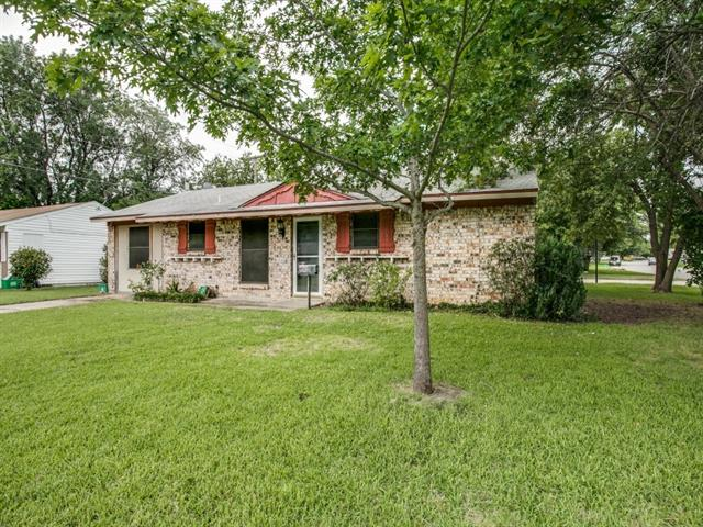 Photo of 141 Springtide Drive  Burleson  TX