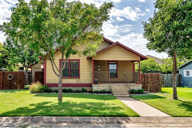 Photo of 411 Washington Street  Grapevine  TX