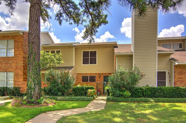 Photo of 824 Creekside Drive  Lewisville  TX