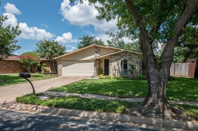 Photo of 7100 Whitewood Drive  Fort Worth  TX