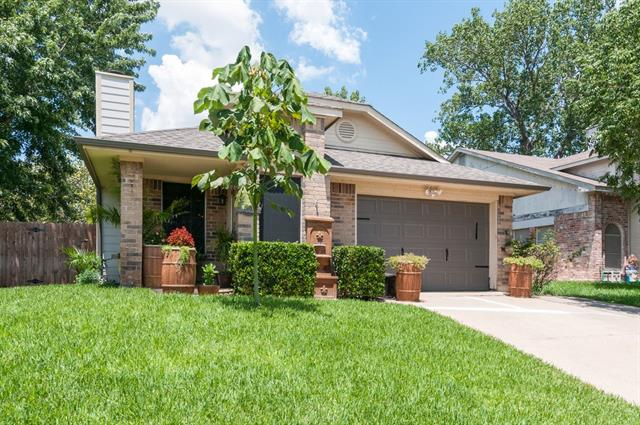 Photo of 4833 Woodstock Drive  Fort Worth  TX