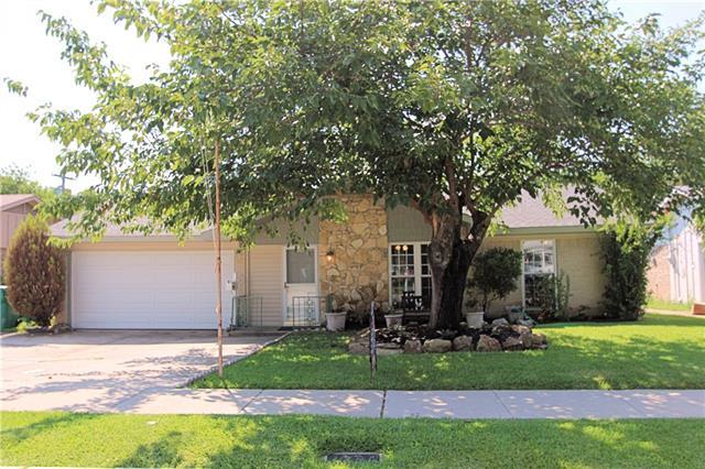 Photo of 318 Ridgeway Circle  Lewisville  TX