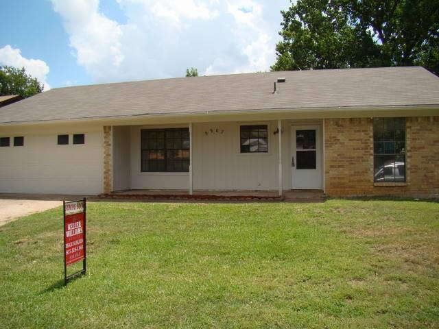 Photo of 5907 Woodsetter Lane  Arlington  TX