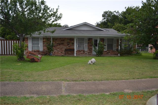 Photo of 1718 Clifton Court  Grand Prairie  TX