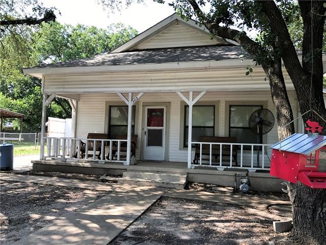 Photo of 303 E Oak Street  Kaufman  TX