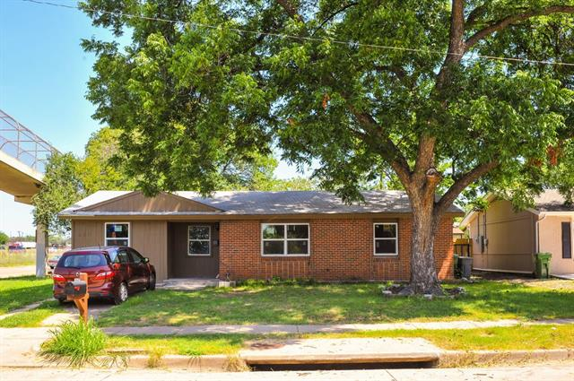 Photo of 2611 Gilbert Circle  Arlington  TX