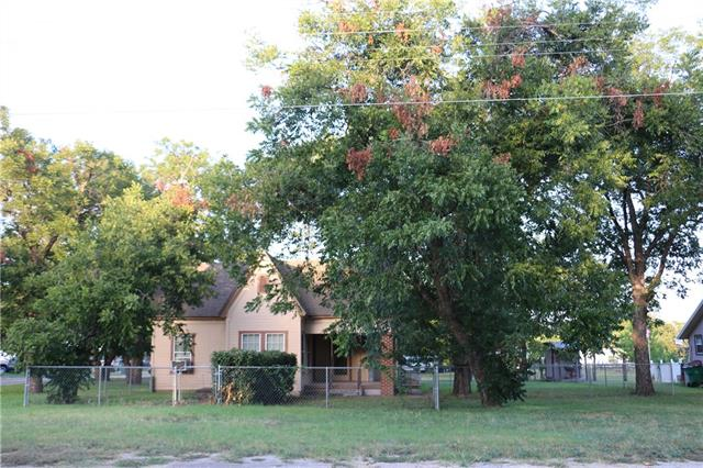 Photo of 110 N Kickapoo Street  Lipan  TX