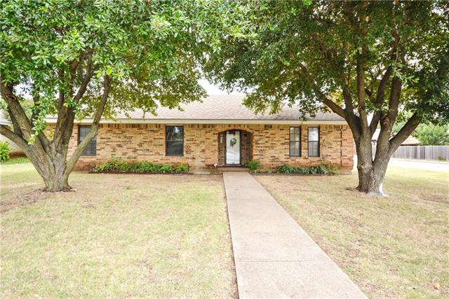 Photo of 1501 Ridge Court  Midlothian  TX