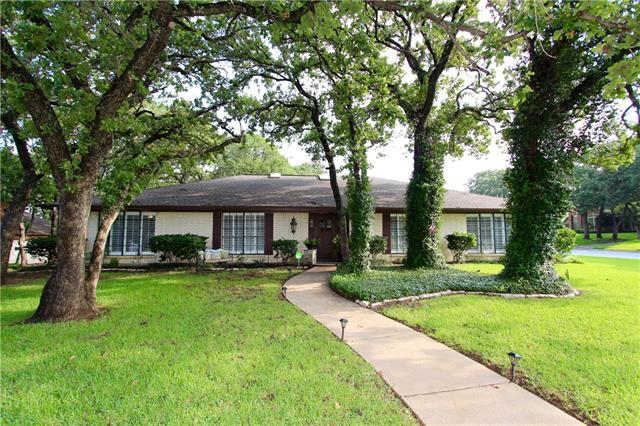 Photo of 412 Briarcliff Court  Colleyville  TX