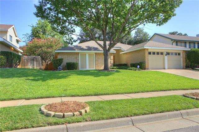 Photo of 209 Country Lane  Euless  TX