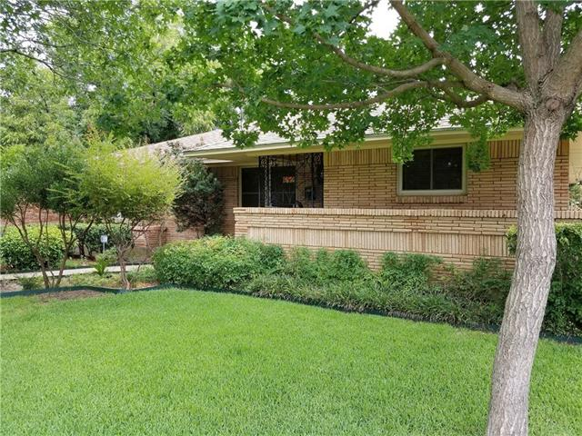 Photo of 652 Bizerte Avenue  Dallas  TX