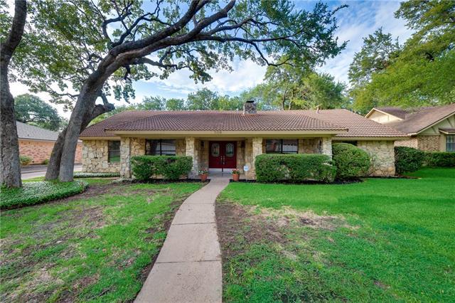 Photo of 509 Country Green Lane  Arlington  TX