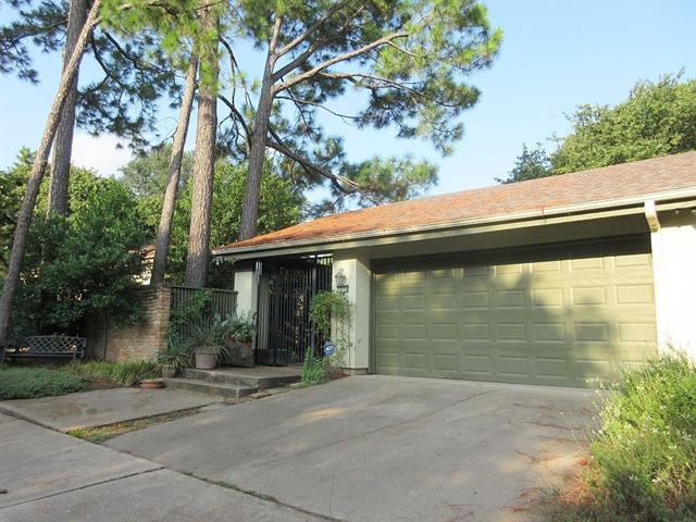 Photo of 1610 OAKWOOD Lane  Arlington  TX