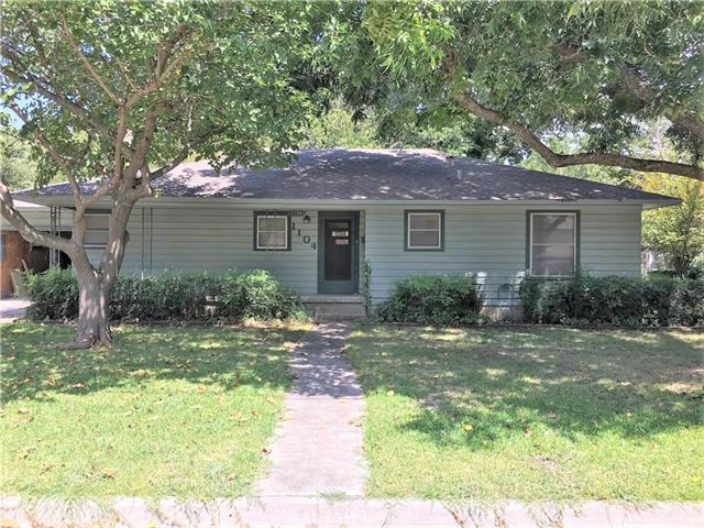 Photo of 1104 Whaley Drive  Gainesville  TX