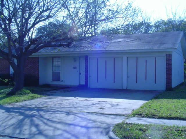 Photo of 809 SW Hillside Drive  Burleson  TX