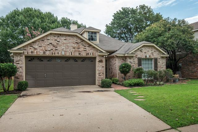 Photo of 1704 Hood Lane  Grapevine  TX