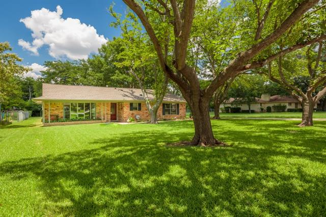 New Listings property for sale at 821 E Worth, Grapevine Texas 76051