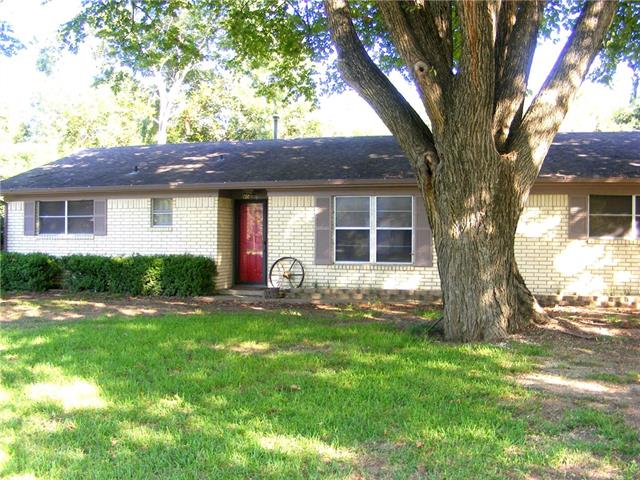 Photo of 406 NE 4th Street  Hubbard  TX