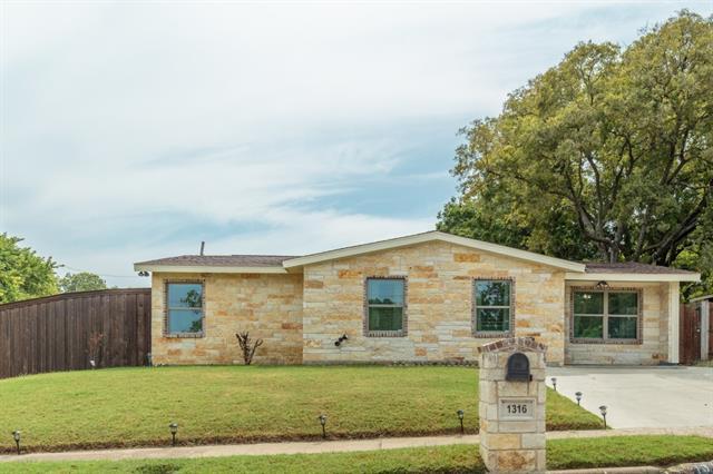 Photo of 1316 E Inwood Drive  Arlington  TX