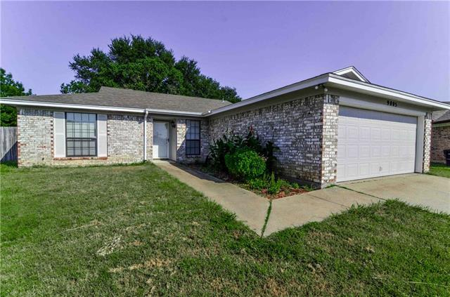 Photo of 9005 Hunting Green Court  Fort Worth  TX