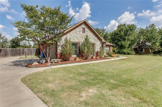 2505 Trail Tree Court, Burleson, Texas