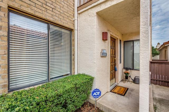 Photo of 525 Ranch Trail  Irving  TX