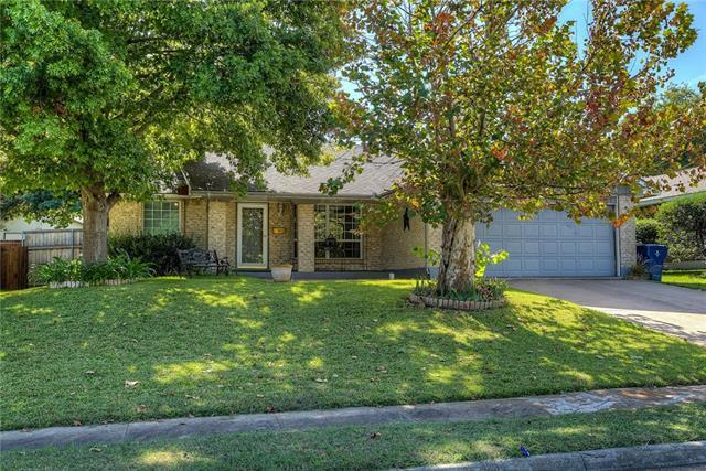 Photo of 326 Fieldside Drive  Garland  TX