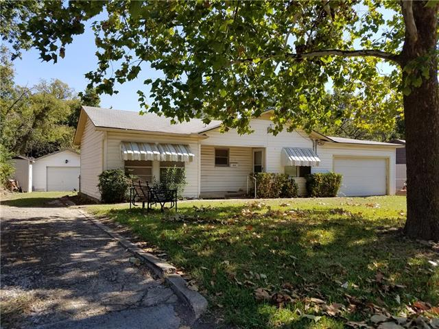 Photo of 822 Red Bud Drive  Duncanville  TX