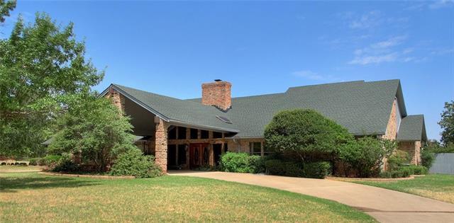 225 Oak Lane Burleson, TX 76028