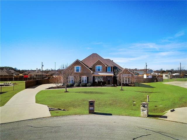 512 Green Pointe Drive, Hudson Oaks, Texas
