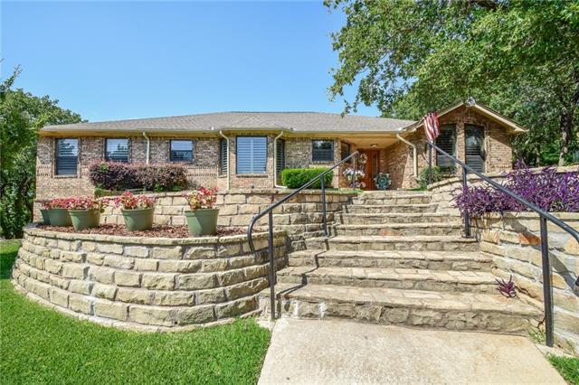 508 Lincoln Oaks Court, Burleson, Texas