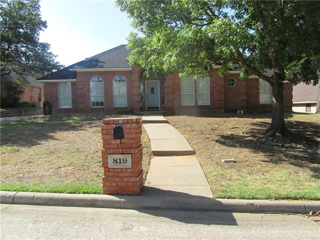 819 Red Oak Drive, Mansfield in Tarrant County, TX 76063 Home for Sale