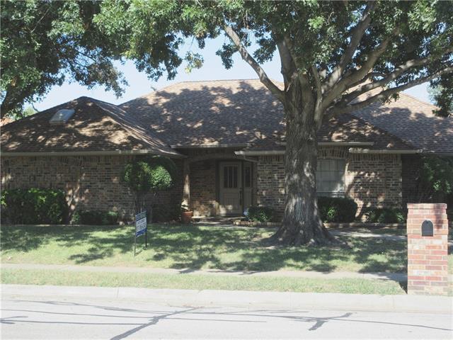 2316 Stonegate Drive N Bedford, TX 76021