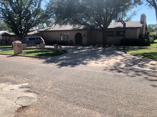 902 E Johnston Street Rotan, TX 79546