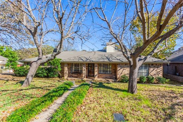 1416 Martha Drive, Bedford, Texas