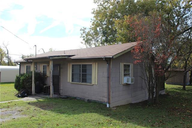 320 S Manson Street Wolfe City, TX 75496
