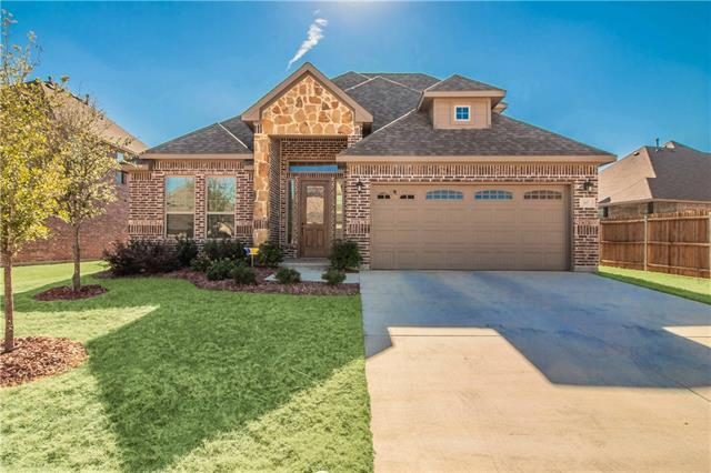617 Ravenwood Drive Saginaw, TX 76179