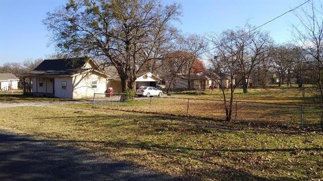 208 N Blanton Whitewright, TX 75491