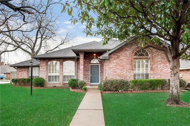 2520 Classic Court W, Bedford, Texas