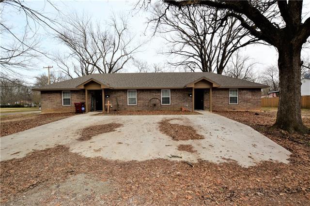 220 N Howison Bogata, TX 75417