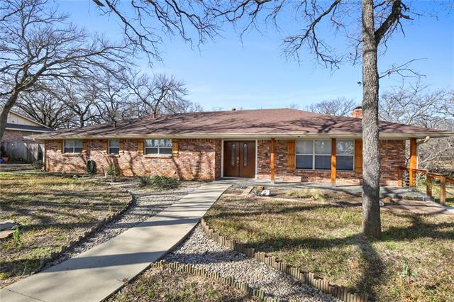 1202 Woodridge Circle, Euless, Texas