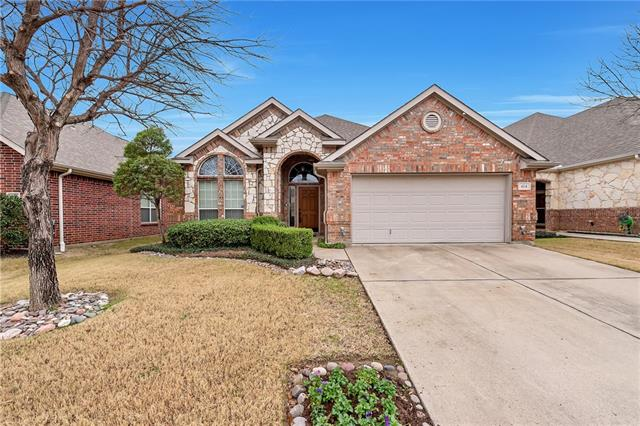 414 Fountainside Drive, Euless, Texas