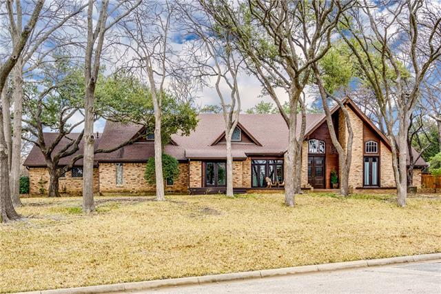 6811 Gateridge Drive, one of homes for sale in Addison