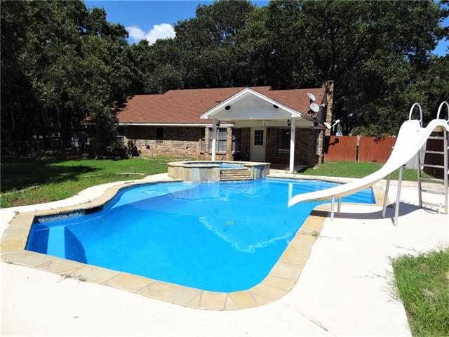 16512 County Road 4060 Scurry, TX 75158