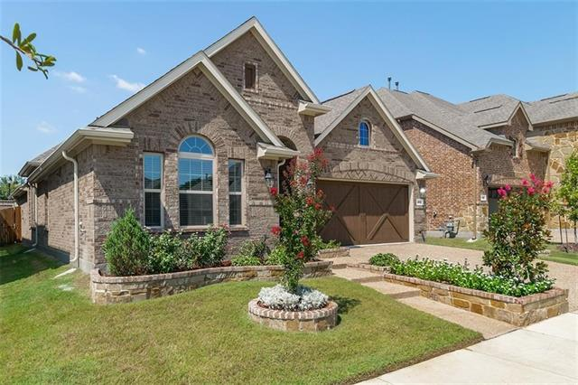 902 Dove Trail, Euless, Texas