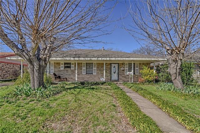 925 SE 4th Street, Grand Prairie in Dallas County, TX 75051 Home for Sale