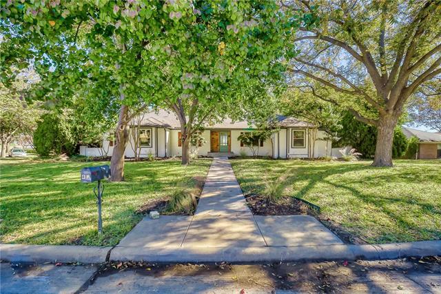 402 Point Royal Drive Rowlett, TX 75087
