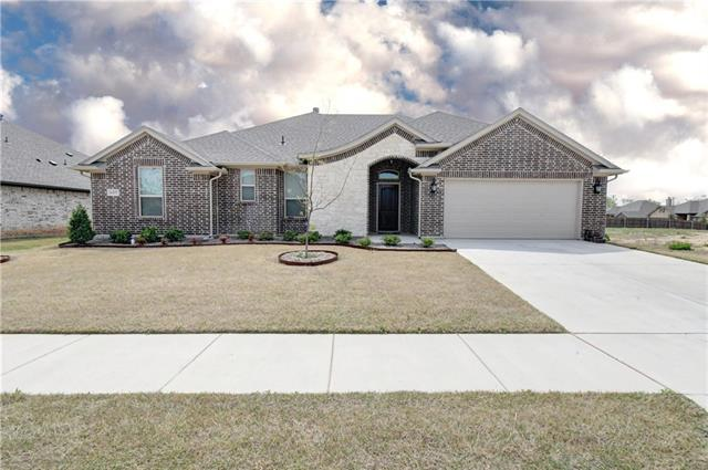 649 Piper Drive Saginaw, TX 76179