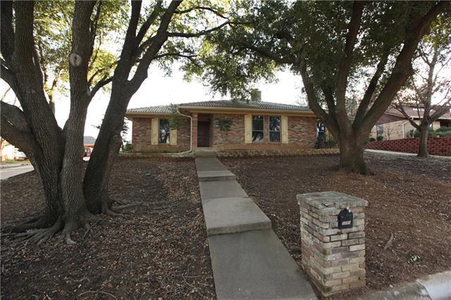 2201 Greenbriar Court, Grand Prairie in Dallas County, TX 75050 Home for Sale